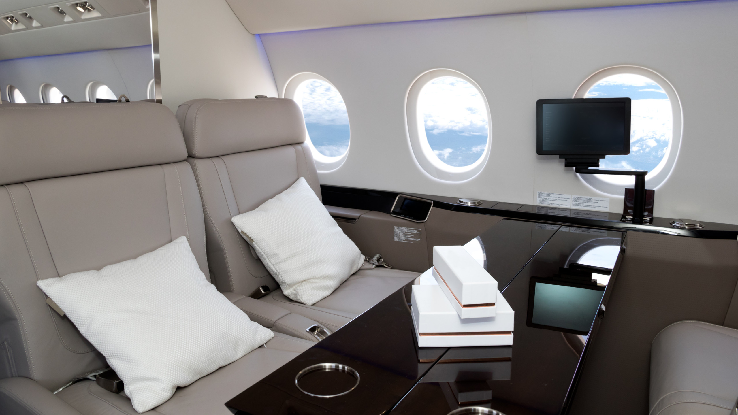 Will Major Airline Cabins Catch up to the Innovations Currently Found in Business and Private Jets?
